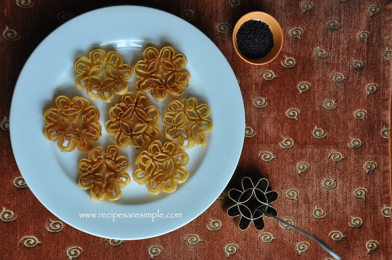 rose cookies Rose Cookies / Achappam / Honeycomb Cookies / Kuih Loyang / 蜂窝饼