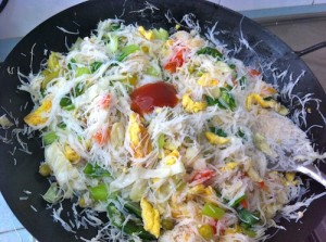 add chilli sauce 300x223 White Bee hoon with Vegetables & Egg