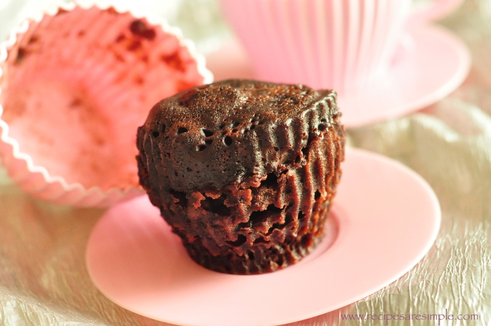5 minute chocolate cake in silicone cups 5 MINUTE Chocolate Mug Cake / Cup Cake made in Microwave