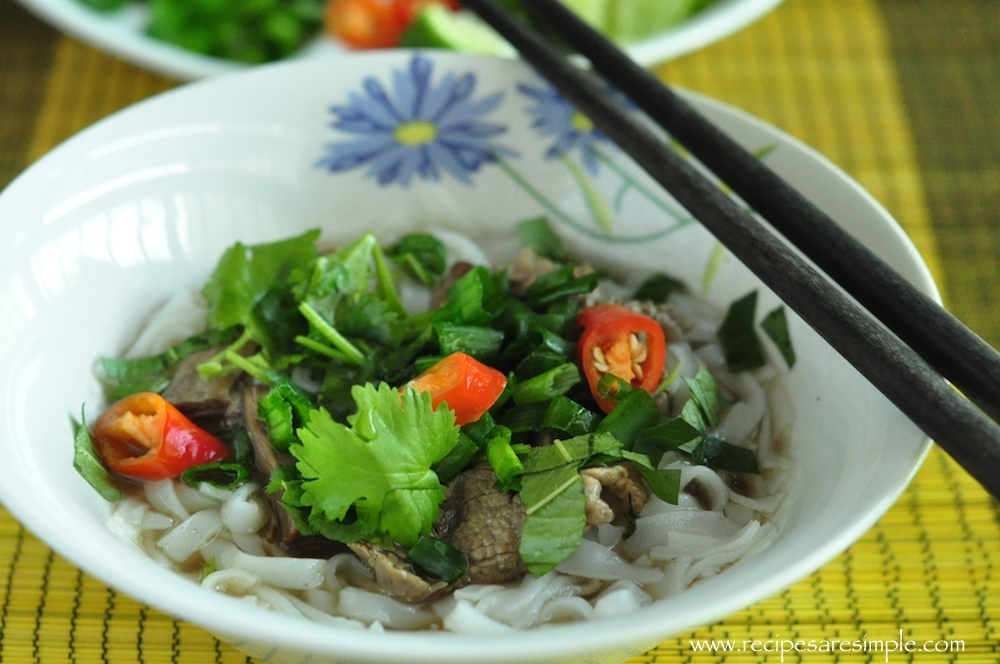 pho bo 1 Vietnamese Pho Bo Rice Noodles in Slow Cooked Beef Broth