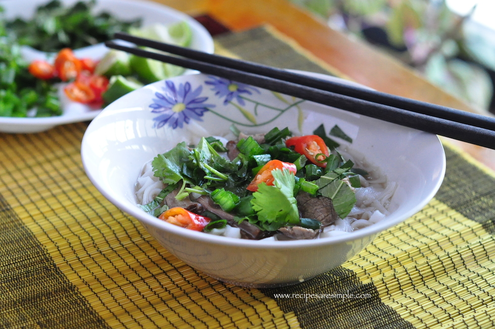 pho bo 2 Vietnamese Pho Bo Rice Noodles in Slow Cooked Beef Broth