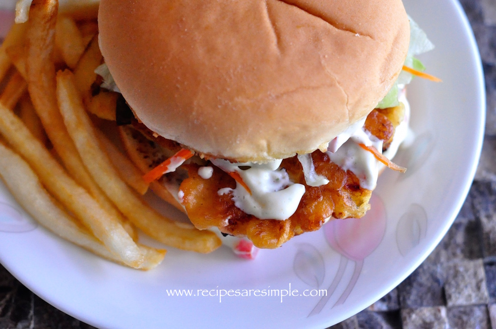 Fish burger with home made tartar sauce recipes 39 r 39 simple for How to make tartar sauce for fish fillet