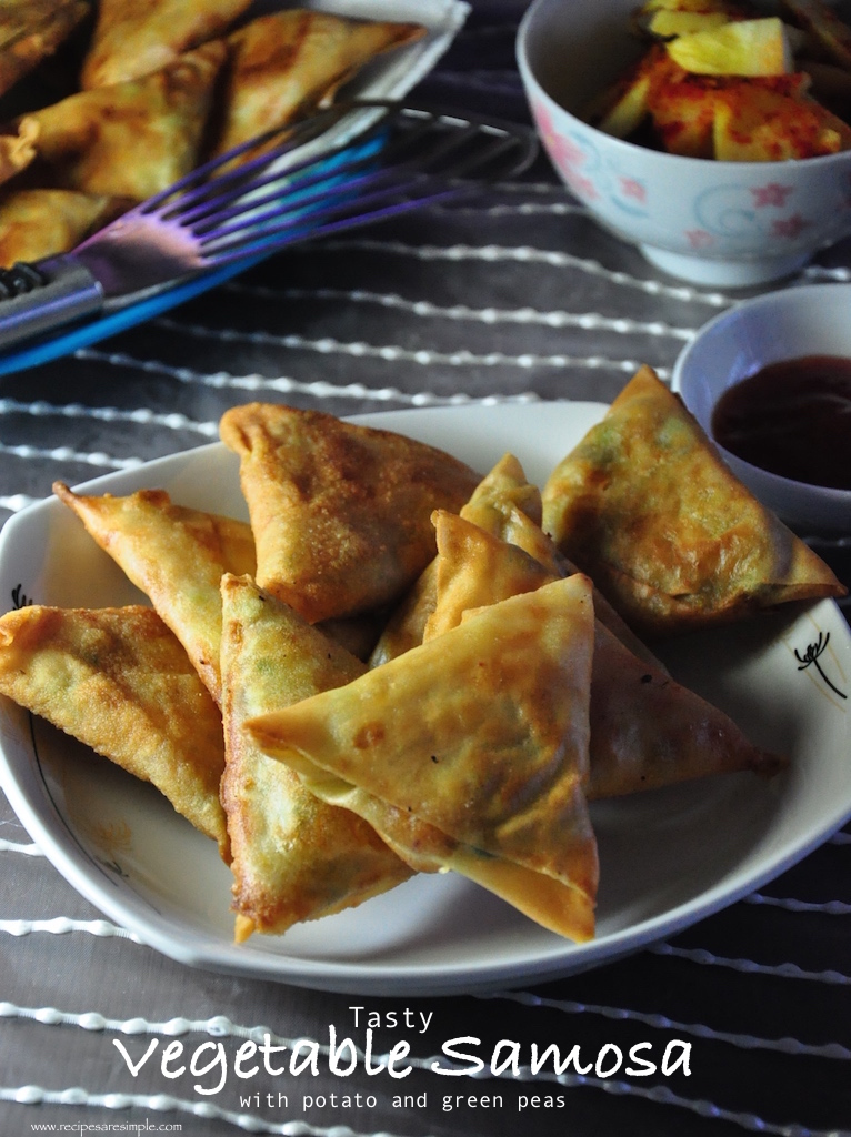 tasty vegetable samosa Tasty Vegetable Samosa Potato and Peas Filling